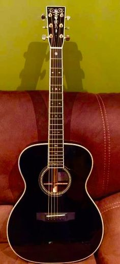 C.F. Martin - Eric Clapton - Bellezza Nera - Limited Edition #288/476 Acoustic Guitar
