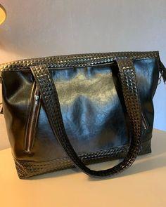 Cecile Fradet sur Instagram: Retour à la confection de sacs !!..😊 😊 Celui-ci est à porter à l épaule, d une bonne taille, très pratique avec ses 4 poches, 2 devant, 2 à…