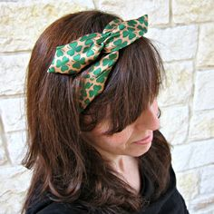 Make Your Own Wired Headbands Using Dollar Tree Ties - ScrunchiesWired Headband Tutorial - dollar store craft - perhaps use a silk tie for an upcycleRepurpose inexpensive ties into cute, retro style wired headbands.Morena's Corner, your one stop craf Dollar Store Crafts, Dollar Stores, Bandanas, Sewing Headbands, Dyi, Headband Tutorial, Diy Tutorial, Wire Headband, Maila