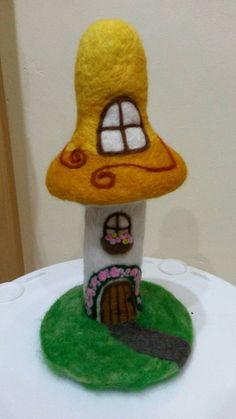 Casa de hongo de hadas fieltro de aguja por BayardCreations en Etsy