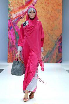 "Nurul Auliani ""Unity in Diversity"", Indonesia Islamic Fashion Fair 2013 Islamic Fashion, Muslim Fashion, Modest Fashion, Hijab Fashion, Fashion Cover, Cozy Fashion, Fashion Show, Turban, Stylish Hijab"
