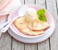 Ein süsser Flammkuchen mit Äpfeln gibt ein feines Dessert ab. Köstlich schmeckt er auch, wenn er wie in diesem Fall, direkt vom Grill kommt.
