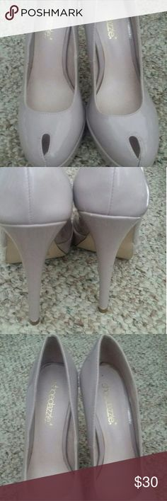 New Heels Shoe dazzle like new Size 6 only used one time Shoe Dazzle Shoes