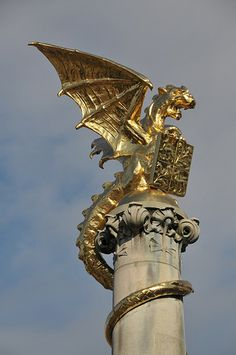 Drakenfontein (Dragon Fountain) in 's-Hertogenbosch, Netherlands was built in 1903 to commemorate the early death of a rich citizen of the city named J. B. van Drakesteijn (Dragon Stone). Astrogeography FL4 (exact position): The fountain is located on the first degree of water sign Cancer sign springs, fertility, pregnancy, conception, motherhood + 2n coord. in earth sign Taurus sign of the earth, roots, market places in the sign combination of the earth mother. Dragon Statue, Dragon Art, Dragons, Year Of The Dragon, Dragon's Lair, Hieronymus Bosch, Legendary Creature, Fantasy Dragon, Sculpture