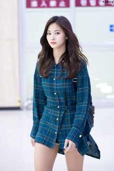 Members of arrived at the Gimpo International Airport in Gangseo-gu, Seoul on the afternoon of the afternoon. Cute Asian Girls, Cute Girls, Korean Beauty, Asian Beauty, Asian Fashion, Girl Fashion, Tzuyu Body, J Pop, Twice Tzuyu
