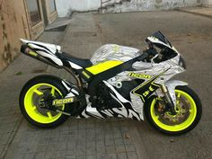 Yamaha Ahh that olor scheme!Yamaha Ahh that olor scheme! Yamaha R1, Ducati, Yamaha Sport, Stunt Bike, Triumph Motorcycles, Cool Motorcycles, Bobbers, Course Moto, Yzf R125
