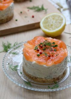 Salmon Recipes 470415123559014501 - Cheesecake au saumon fumé Source by gourmandiseslou Tapas, Cheescake Recipe, Healthy Food Choices, Appetisers, Eat Smarter, Smoked Salmon, Savoury Cake, Clean Eating Snacks, Food Dishes