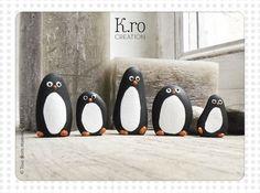 """Discover thousands of images about Galet pingouin """"Famille Bubulle"""" : Accessoires de maison par k-ro-creation Pebble Painting, Pebble Art, Stone Painting, Stone Crafts, Rock Crafts, Diy And Crafts, Painted Rocks Craft, Painted Stones, Art Pierre"""