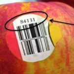 Fruit label numbers discover something that you should pay attention to. You can notice the labels or stickers on certain fruits and vegetables. How To Stay Healthy, Healthy Life, Healthy Living, Green Drink Recipes, Juicing For Health, Food Facts, Fruits And Vegetables, Veggies, Fruit