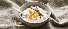 Perinteinen hedelmärahka tehdään tällä kertaa ihanan makeista persimoneista. Lisää hieman appelsiinimehua raikastukseksi ja tarjoa rahka jälkiruoaksi. N. 0,65€/annos. Pudding, Ice Cream, Desserts, Recipes, Food, No Churn Ice Cream, Tailgate Desserts, Deserts, Icecream Craft