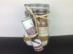 Brownie-Mix im Glas - Cucina Verde Voss Bottle, Water Bottle, Mason Jars, Food, Kuchen, Corning Glass, Gifts, Recipies, Essen