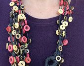 Necklace with colored buttons Crochet Necklace, Etsy Seller, Jewelry Making, Buttons, Trending Outfits, Unique Jewelry, Handmade Gifts, Creative, How To Make