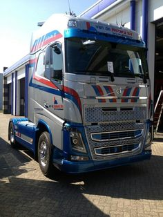Volvo Semi Trucks, Big Trucks, Truck Paint, Ford, Volvo Trucks, Toyota Tundra, Tractor, Trailers, Mickey Mouse