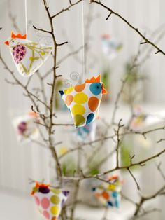 colourful chickens for easters Christmas Love, Diy Christmas Gifts, Christmas Ornaments, Craft Gifts, Diy Gifts, Chicken Crafts, Diy Ostern, 242, Easter Tree