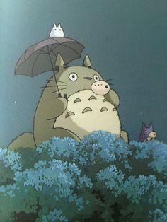Studio Ghibli <3 OHMYGOSH LITTLE TOTORO IS ADORABLE