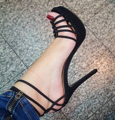 Strappy stiletto heel sandals. Tacchi Close-Up #stilettoheelssandals
