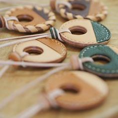 アクセサリーを追加して、tasolaの週末open始まりました☀️ 今週も通常通りの金・土・日10:00〜18:00となります◎ #tasola #leather #leathercraft #leatheraccessory #accessory #handmade #craft #革仕事のお店tasola #アクセサリー #革アクセサリー #ペンダント #ハンドメイド #レザー #クラフト #革小物 #革 #牛革 #本革 #◎ #手仕事のある暮らし