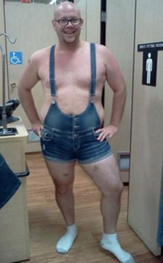 Men's Fitting Room at Walmart - Funny Pictures at Walmart