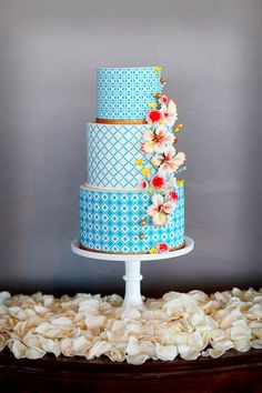 Modern geometric cake with x's and o's