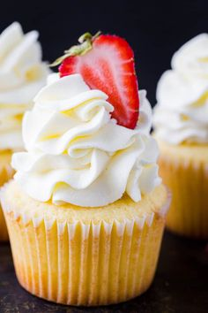 This fluffy whipped cream and cream cheese frosting is the perfect cupcake frosting. This vanilla frosting is easy, lightly sweet, pipes beautifully, and keeps well in the refrigerator. Vanilla Frosting For Cupcakes, Cupcake Icing Recipe, Cupcake Frosting Recipes, Homemade Frosting, Cupcake Cakes, Non Refrigerated Frosting Recipe, Vanilla Frosting Recipes, Vanilla Cream Cheese Frosting, Mocha Cupcakes