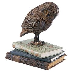 Owl-shaped statue in rustic bronze. Product: Statue Construction Material: Cast aluminum Color: