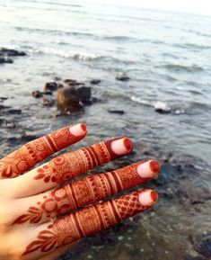 Love the half moons on the nails! Modern Henna Designs, Henna Tattoo Designs Simple, Rose Mehndi Designs, Khafif Mehndi Design, Latest Henna Designs, Finger Henna Designs, Henna Art Designs, Dulhan Mehndi Designs, Mehndi Design Pictures