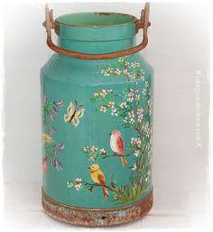 Painted Milk Cans, Painted Jars, Diy Crafts Vintage, Diy Arts And Crafts, Milk Can Decor, Decoupage Tins, Old Milk Cans, Vintage Bottles, Mason Jar Crafts