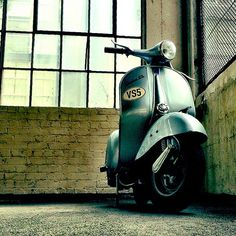 Back on the #GS. I love old #Vespa s. They start everytime...most of the time.