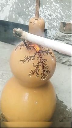 Electrifying a gourd Diy And Crafts, Arts And Crafts, Paper Crafts, Craft Projects, Projects To Try, Oddly Satisfying Videos, Funky Art, Cool Inventions, Gourd Art