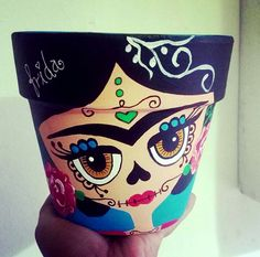 Diseño Catrina by Analú historietta Diseño Catrina by Analú historietta Flower Pot Art, Flower Pot Design, Flower Pot Crafts, Clay Pot Crafts, Crafts To Do, Fall Crafts, Halloween Crafts, Arts And Crafts, Diy Crafts