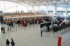 Así es el trámite de pasar el control de seguridad y la aduana en el aeropuerto de Nueva York.