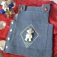 Fotoğraf açıklaması yok. Diy Crafts Knitting, Knitting Blogs, Knitting For Kids, Crochet For Kids, Crochet Baby, Baby Sweater Knitting Pattern, Baby Knitting Patterns, Knit Baby Dress, Baby Quilt Patterns