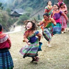Laughter, cute kids, and beatiful colors I Smile, Make Me Smile, Smile Kids, Child Smile, Happy Smile, Beautiful Children, Beautiful People, Beautiful Smile, Beautiful Images