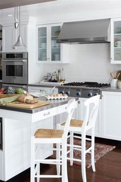 99+ Kitchen Decor Pictures   Dalethat Farmhouse Kitchen Cabinets, Painting Kitchen Cabinets, Kitchen Paint, Kitchen Decor, Layout Design, Very Small Kitchen Design, Ideas Para Organizar, Smitten Kitchen, Kitchen Organization