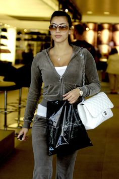 Kim Kardashian Juicy Couture Tracksuit: Photos Through the Years Juicy Tracksuit, Juicy Couture Tracksuit, Crazy Outfits, Edgy Outfits, Fashion Outfits, Women's Fashion, Early 2000s Fashion, Elegantes Outfit, Chanel Classic Flap