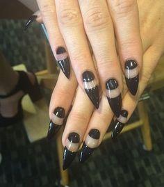 Kylie Jenner nail art