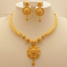 Gold Jewelry 9 Awesome 50 Gram Gold Necklace Designs India - Explore these Indian top 9 best collections of 50 grams gold necklace designs in 2017 for your use and also for gifting too. Gold Ring Designs, Gold Bangles Design, Gold Earrings Designs, Jewelry Design, Gold Jewellery Design Necklace, Indian Gold Jewellery, Indian Gold Necklace Designs, Quartz Jewelry, Gold Jewelry Simple