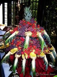 Gallery of Fruit Carvings and Fruit Trays Fruit Tray Displays, Fruit Displays, Fruit Tables, Buffet Tables, Food Trays, Fruit Trays, Salad Presentation, Fruit Decorations, Party Platters