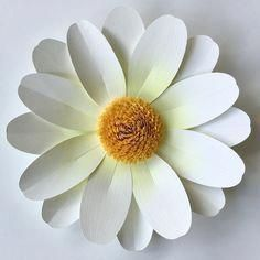 Daisy Paper Flower Cutting Files (SVG & DXF) 2019 Paper daisy and leaves cutting files for Silhouette or Cricut Explore. The post Daisy Paper Flower Cutting Files (SVG & DXF) 2019 appeared first on Paper ideas. Flower Svg, Flower Template, Flower Crafts, Flower Cut Out, Giant Paper Flowers, Diy Flowers, Flower Pots, Lilies Flowers, Easy Paper Flowers