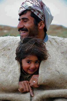 Gülüş, ruhun hiç şaşmayan aynasıdır. Yalnız çocuklar kusursuz bir gülüşle gülmesini bilirler.(Dostoyevski ) pic.twitter.com/erzDEqLIwO