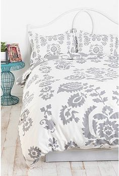 Duvet Cover gray and white. Urban Outfitters bedding