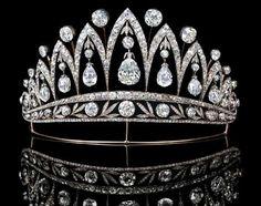 Crowns tiaras on pinterest tiaras diamond tiara and for Tiara di diamanti