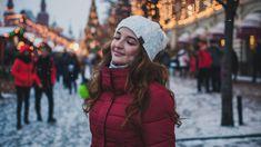 Joulukuu on taas täällä ja poikkeuksellinen vuosi lähestyy loppuaan. Joulu on monelle vuoden tärkein ja rakkain juhla eikä siihen ole enää kuin muutama viikko aikaa. Viikot ja päivät ennen joulua täyttyvät helposti jouluun liittyvistä askareista, kun Christmas Photoshop, Mode Halloween, Holiday Stress, Winter Hats, Winter Jackets, Fashion Themes, Winter Light, Jingle All The Way, Holiday Traditions