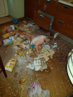 Why are kids so messy? on a lighter note - humor parenting m Cute Funny Babies, Funny Kids, Funny Cute, Cute Kids, Funny Pictures With Captions, Funny Photos, Naughty Kids, Best Funny Images, Foto Baby