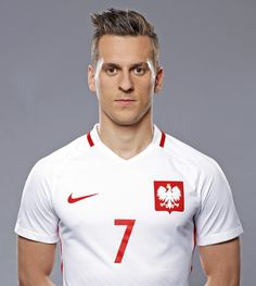 Really Great Football Tips Everyone Should Know. Are you interesting in improving your football game? Are you interested in playing football, but have no idea where to start? Team Player, Football Players, Robert Lewandowski, National Football Teams, European Championships, Dream Team, Nasa, Polo Ralph Lauren, Handsome