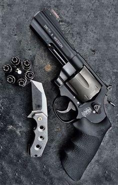 GUNS/revolver