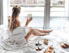 5 HABITUDES POSITIVES AVANT D'ALLER DORMIR – Good Vibes Only Good Vibes Only, Happy Life, Massage, White Dress, Marketing, Lifestyle, Peace, Socialism, Social Networks