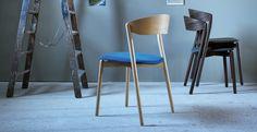 Design:  Giopato e coombes. Sedia in legno impilabile dal design moderno.