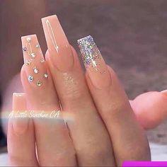 Acrylic Nails Coffin Glitter, Simple Acrylic Nails, Coffin Nails Long, Best Acrylic Nails, Acrylic Nails With Design, Nude Nails With Glitter, Stiletto Nails, Acrylic Nails Glitter Ombre, Acrylic Nail Designs Glitter