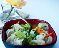 An easy to make wor wonton soup. A good change from ordering in. Asian Recipes, New Recipes, Soup Recipes, Cooking Recipes, Favorite Recipes, Ethnic Recipes, Yummy Recipes, War Wonton Soup Recipe, Wor Wonton Soup